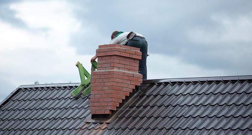Reparatie van lekkage aan de schoorsteen