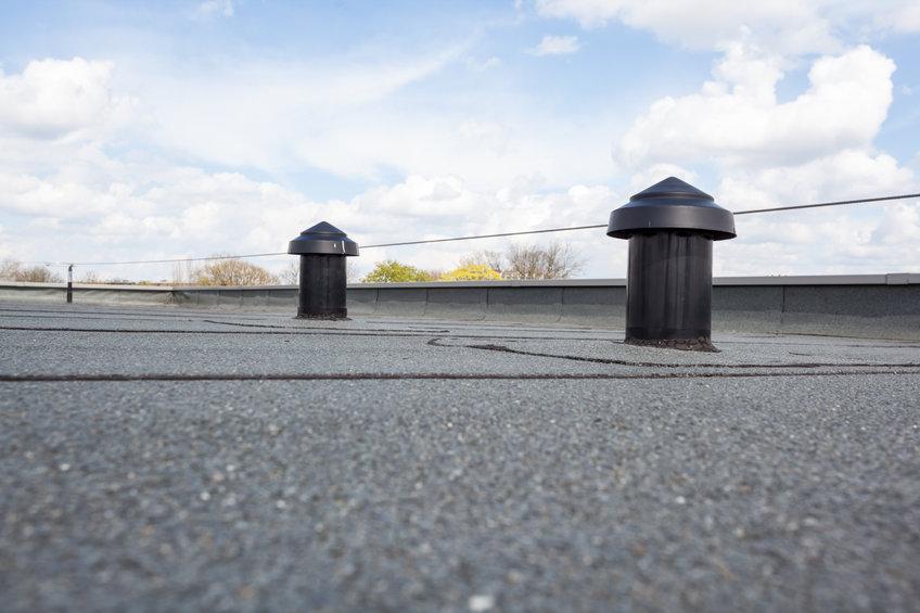 Reparatie van lekkage aan een plat dak