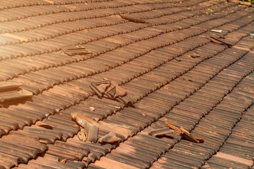 Vlotte reparatie van een kapotte dakpan